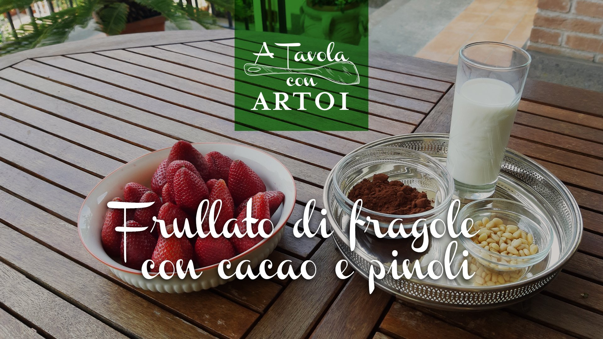 FRULLATO DI FRAGOLE CON CACAO E PINOLI